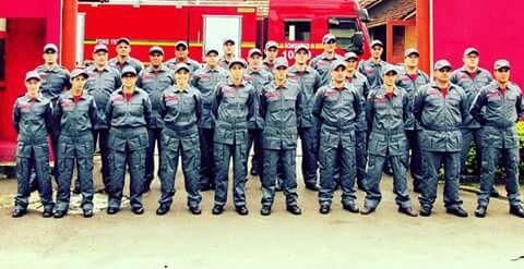 Corpo de Bombeiros Comunitários de Estância Velha Vestem Uniformes Junghaus