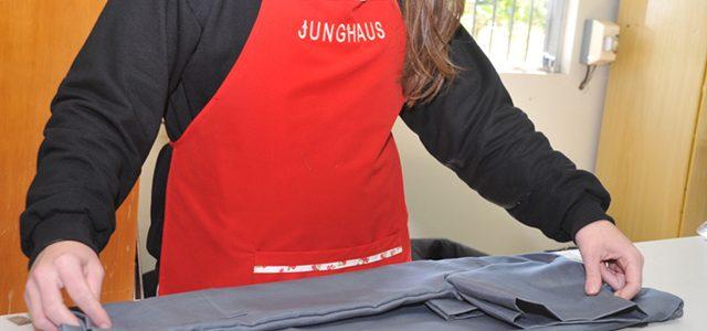 A Malha Poliester Viscose dos Uniformes Junghaus Fica Nova Por Muito Mais Tempo